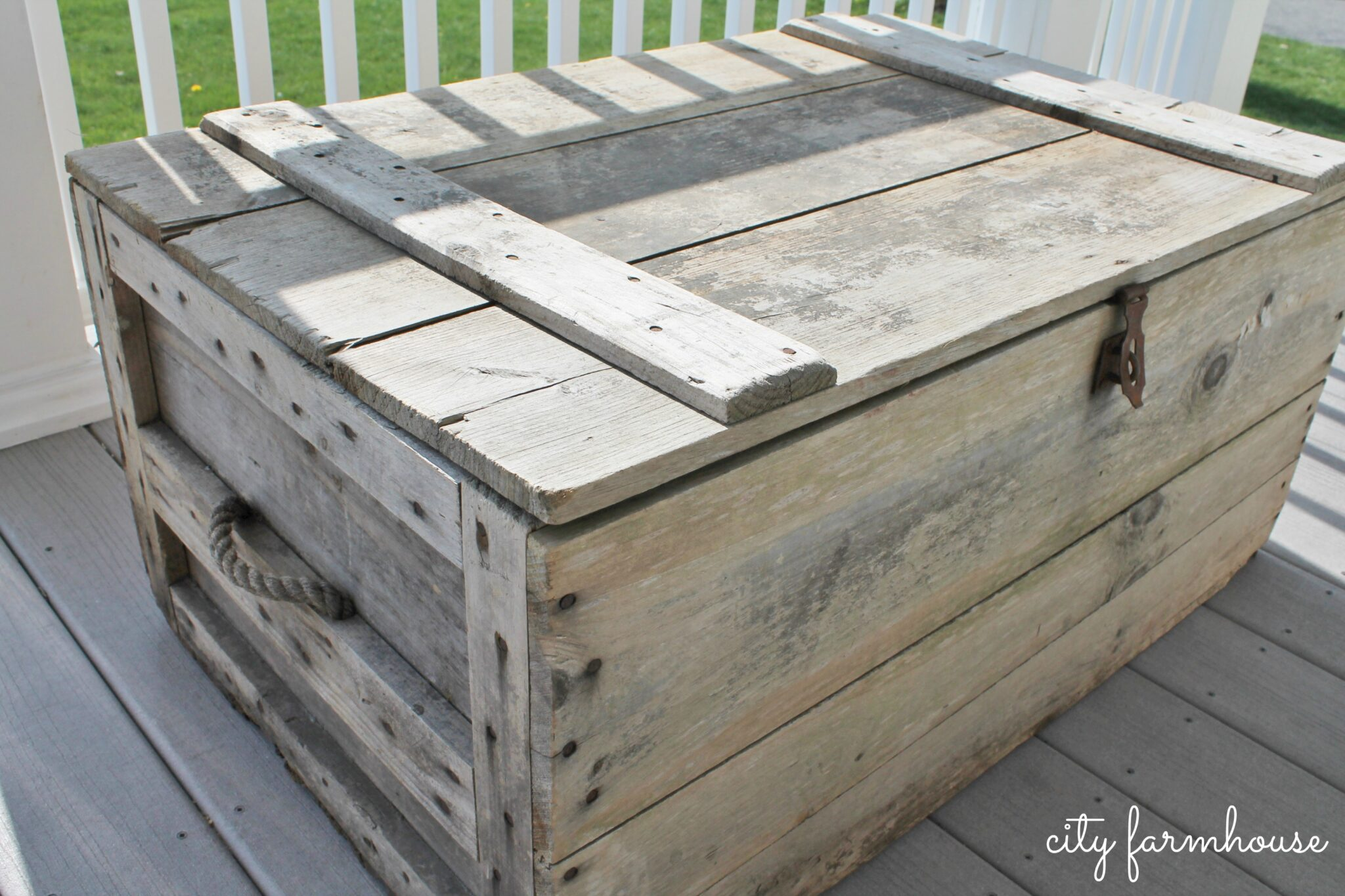 How To Turn A Vintage Crate Into A Coffee Table With Casters And
