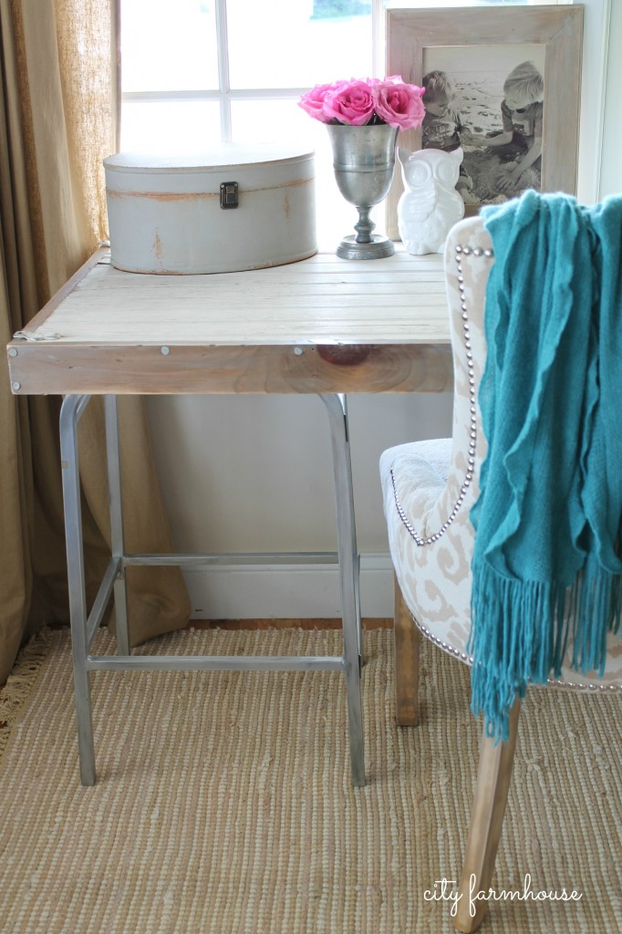City Farmhouse-Rustic Industrial DIY Desk