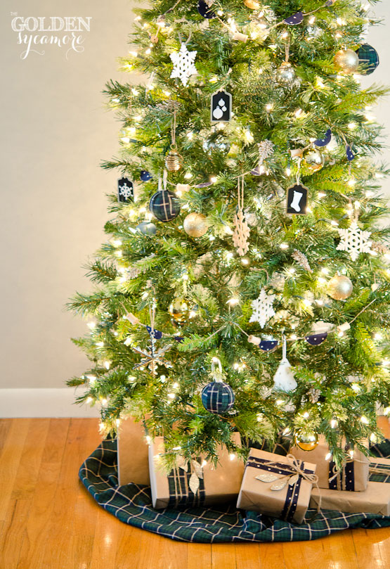 Neutral Christmas Tree with Pops of Navy and Black
