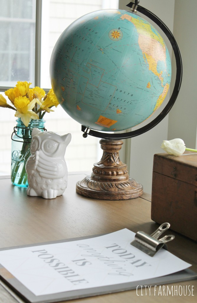 City Farmhouse Tip 5-Accessories  & Flowers Pull It Together & Use What You Have