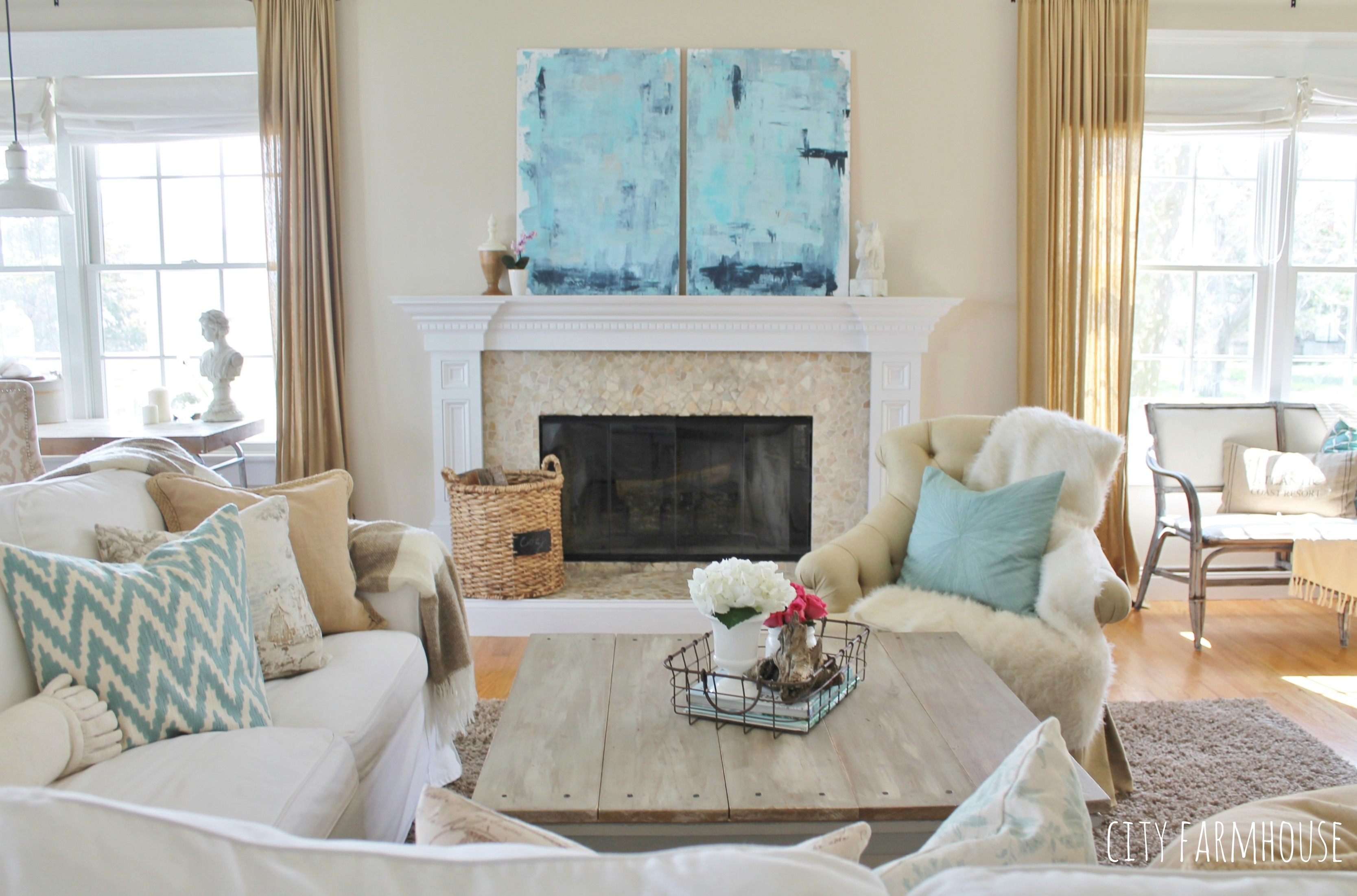 Diy Abstract Art Family Room Coastal Tour City Farmhouse
