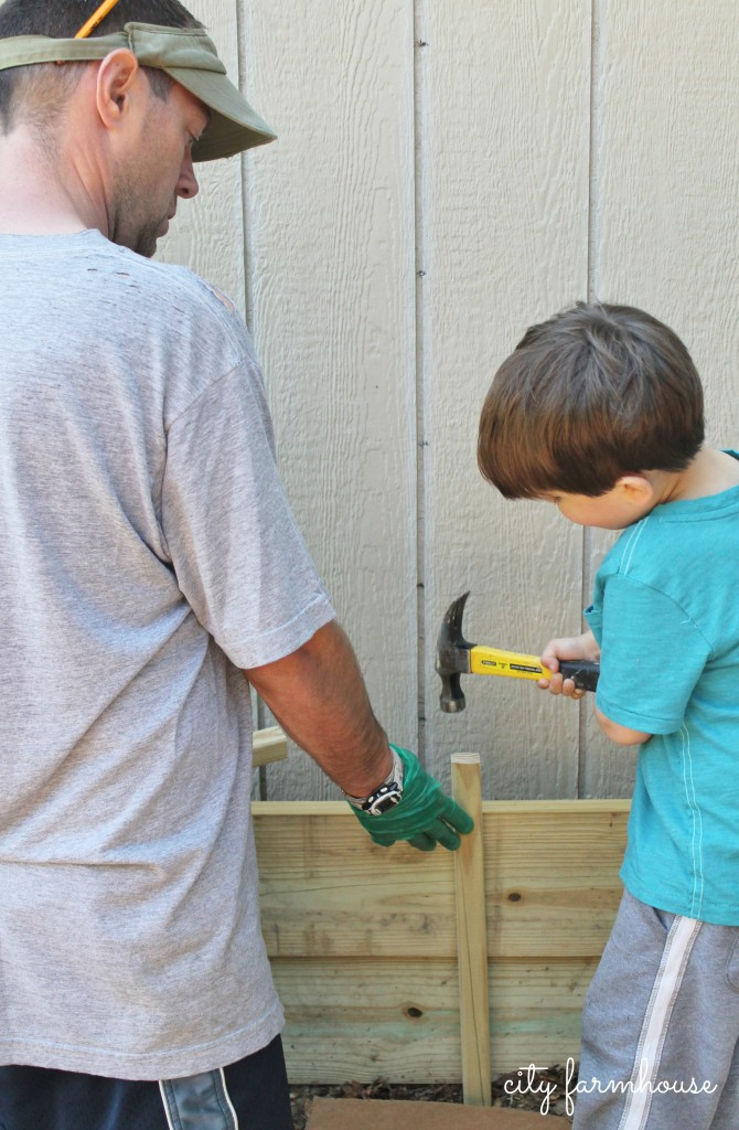 DIY Garden Box-add a stake to the middle for extra support & little helpers {City Farmhouse}