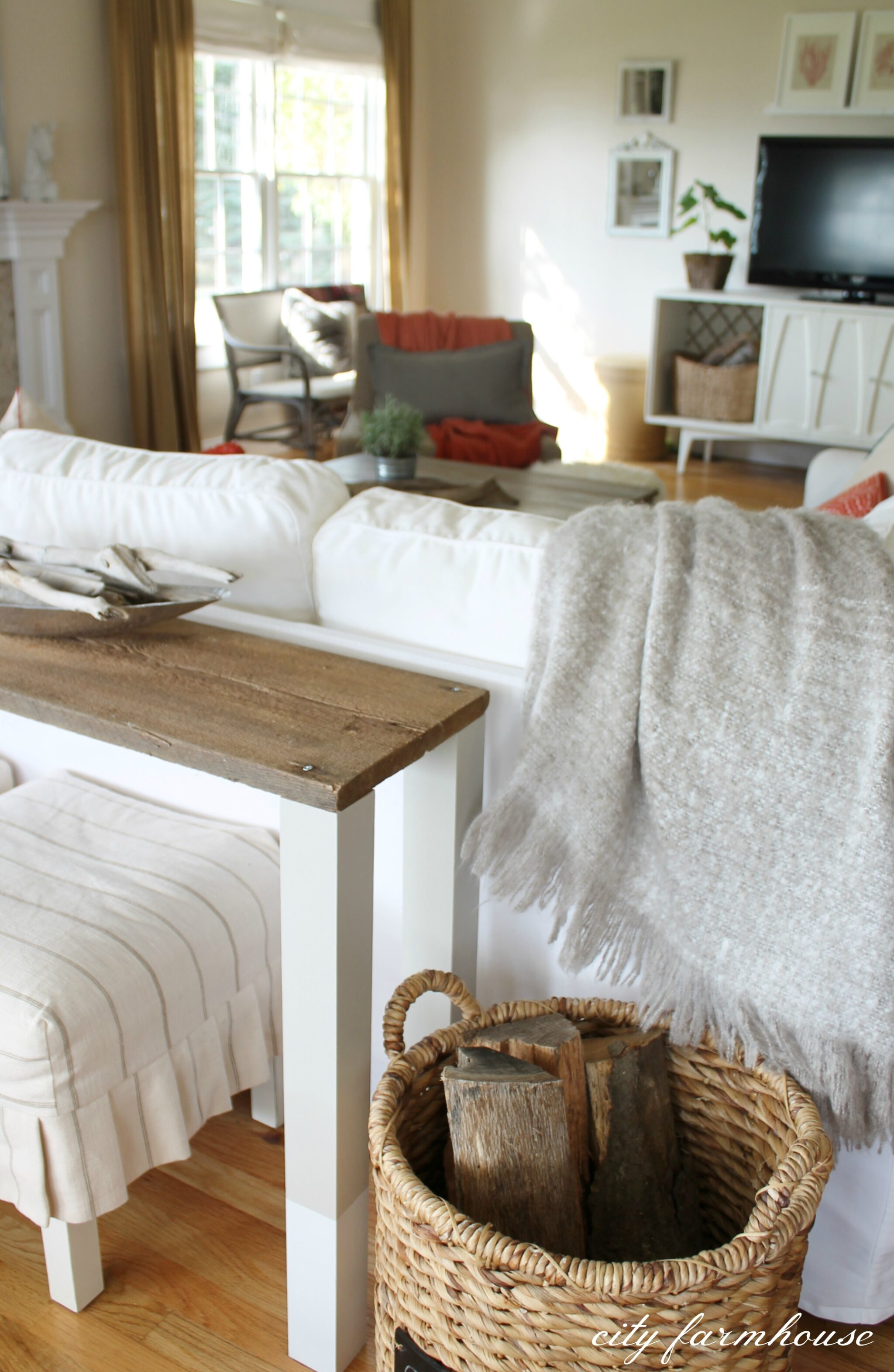 The Easiest Diy Dipped Sofa Table Using Reclaimed Wood City Farmhouse