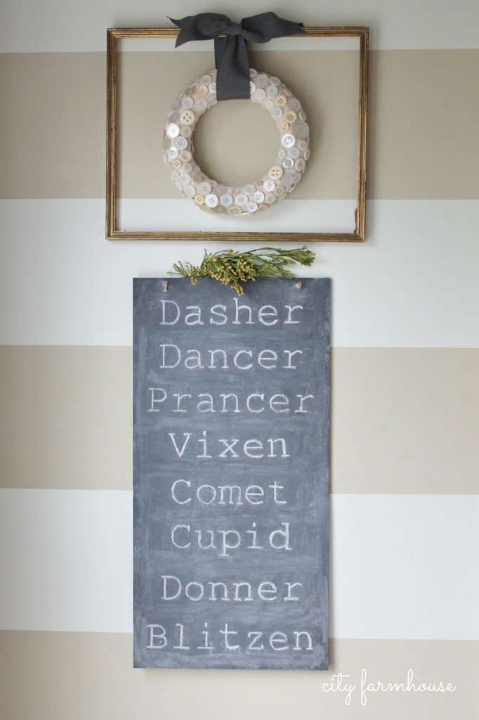 City-Farmhouse-Reindeer-Chalkboard-Sign-Holiday-Tour-2013-