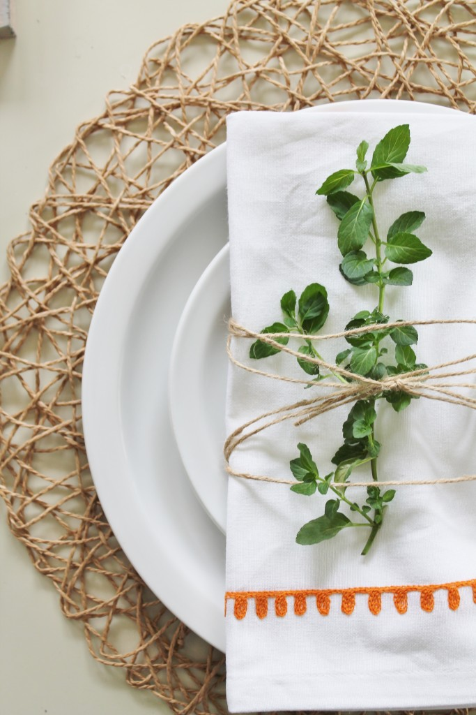 Summer Tour & Dining Room Reveal-Embriodered Linen Napkins & Woven Placemats