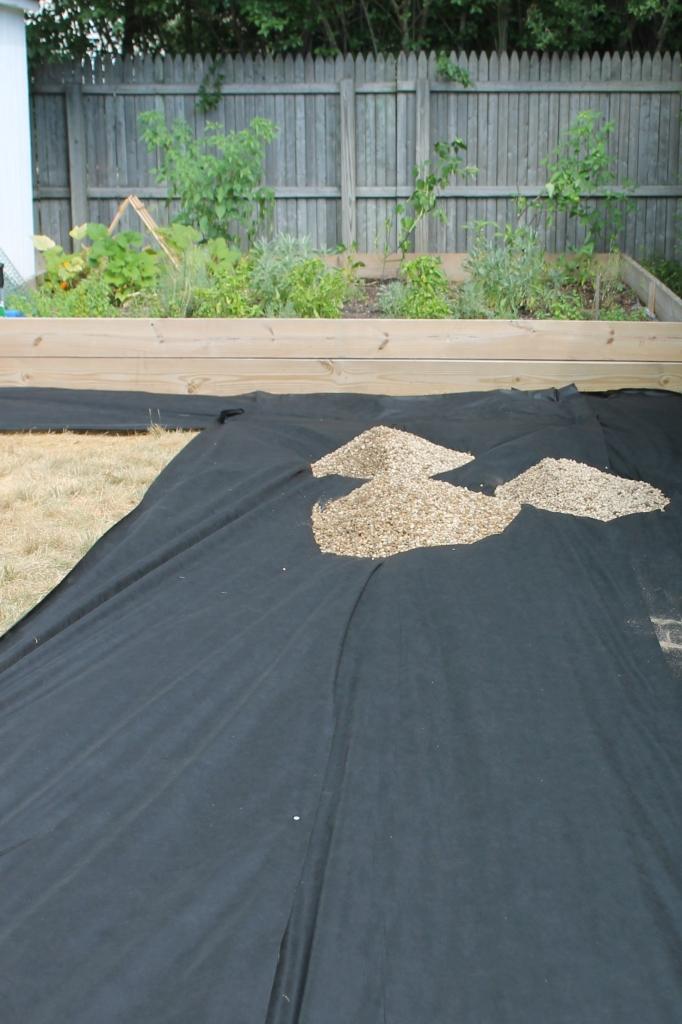 Create a diy pea gravel patio the easy way city farmhouse for Hard surface garden designs