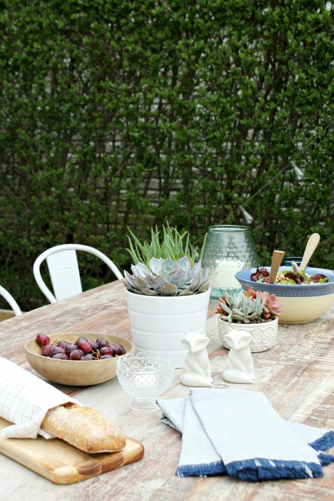 Outdoor Farmhouse Tablescape