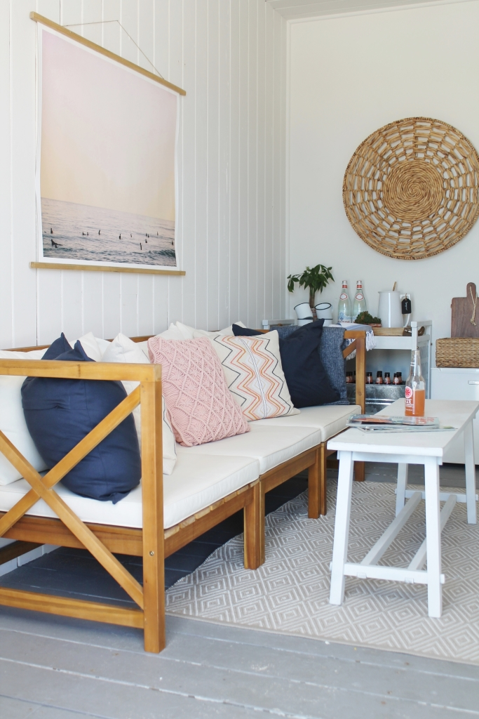 Beach Cabana With Seating Area, Kitchen & Shower