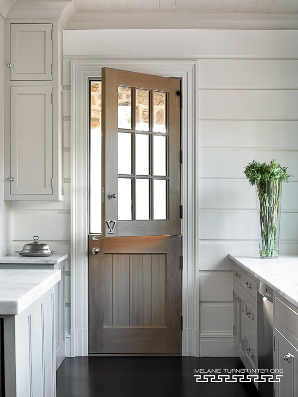 15 beautiful farmhouse front doors city farmhouse for Front door enters into kitchen