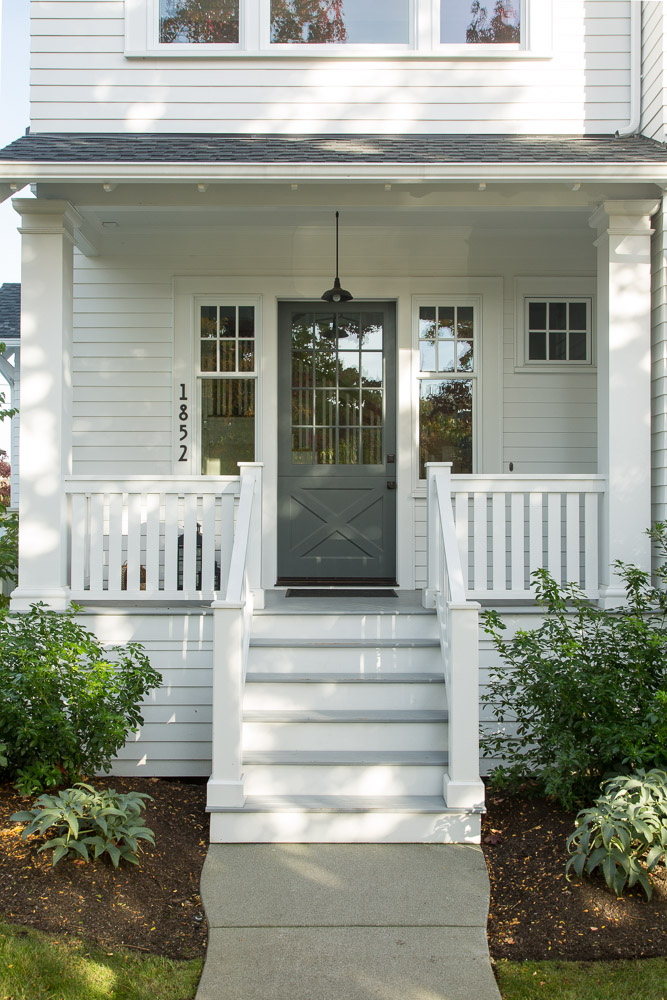 15 Beautiful Farmhouse Front Doors on Flat Roof Front Porch Railings