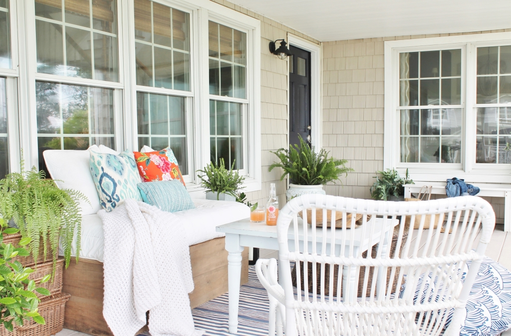 Front Porch Mini Makeover-I Have A Navy Door!