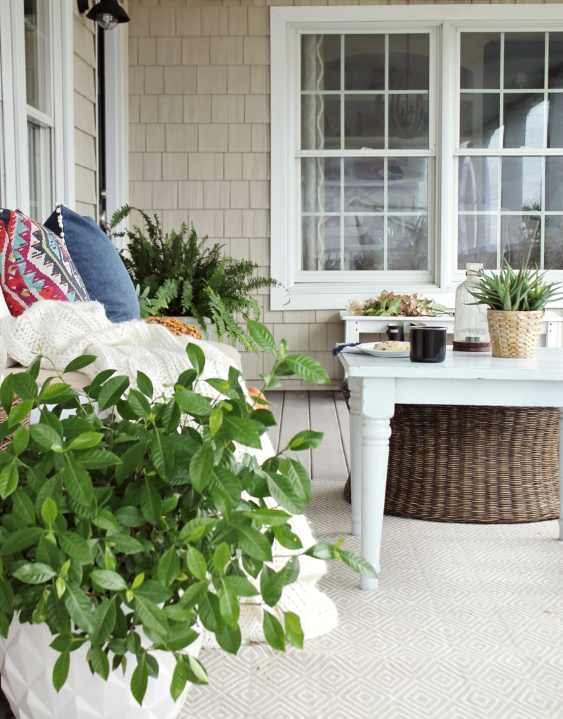 farmhouse-fall-porch-easy-updates-for-fall