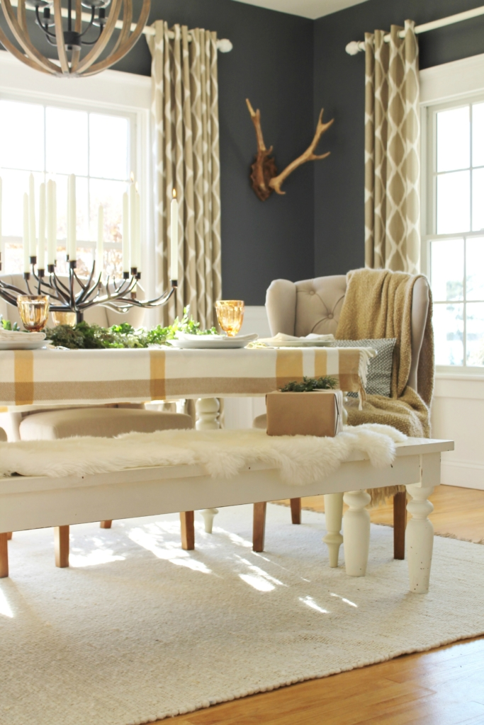 city-farmhouse-holiday-dining-room-with-birch-lane-antler-plaque
