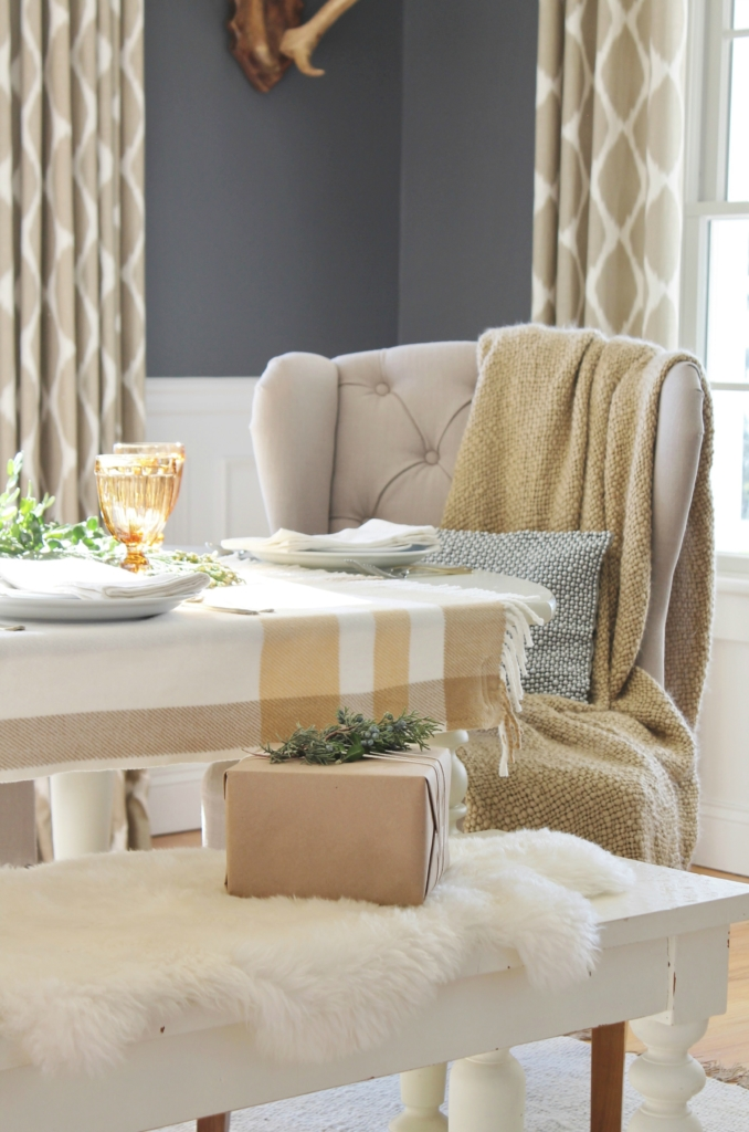 city-farmhouse-holiday-dining-room-with-birch-lane-cozy-throw