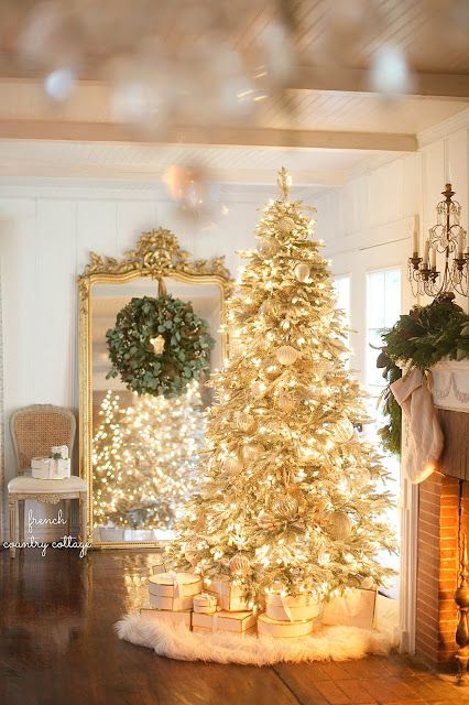 fav-christmas-tree-french-country-cottage