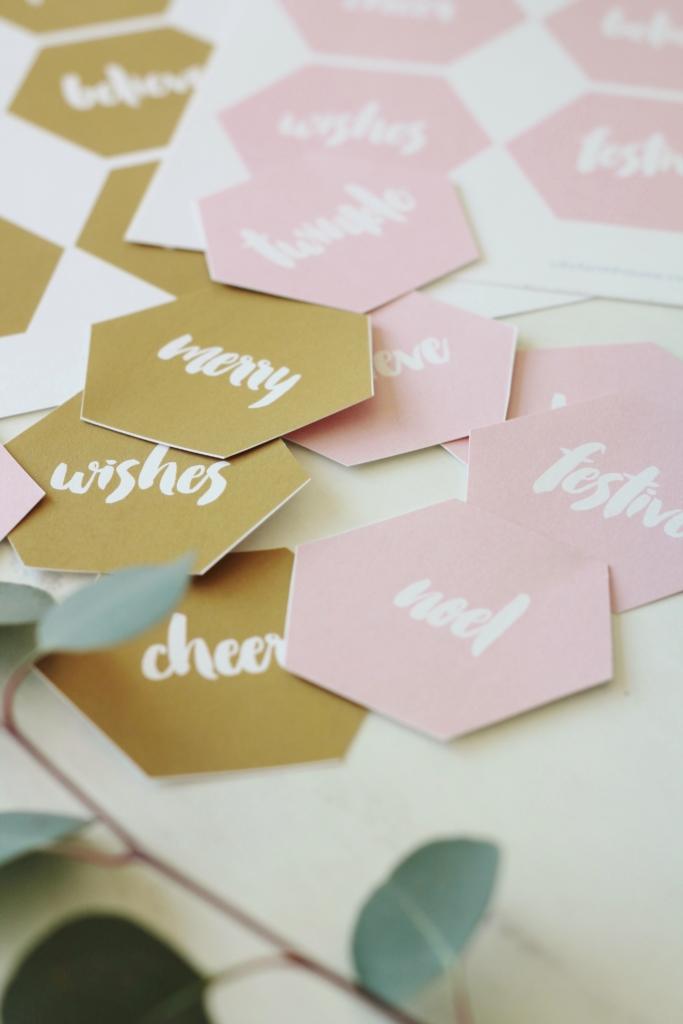 Dekorationly.com Gratis printables: Modern Blush + Gold-cadeaukaartjes voor feestdagen printables modern gratis feestdagen cadeaukaartjes blush
