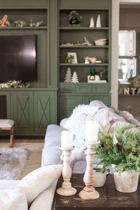 Friday Favorites:Holiday House Tours That Will Knock Your